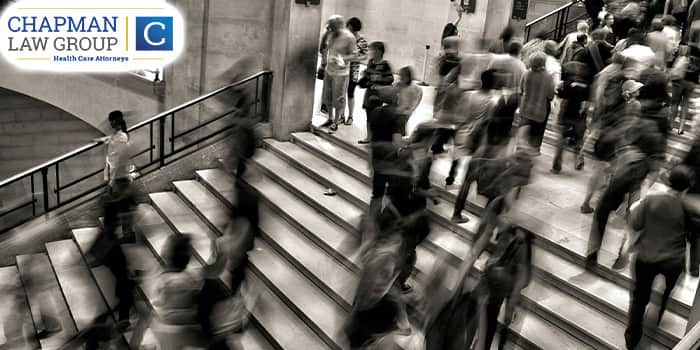 Image of people walking in the hallways of a courthouse.
